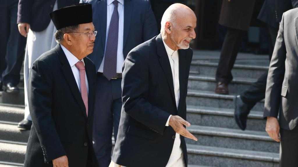 Afghanistan's president asks Taliban to join peace talks
