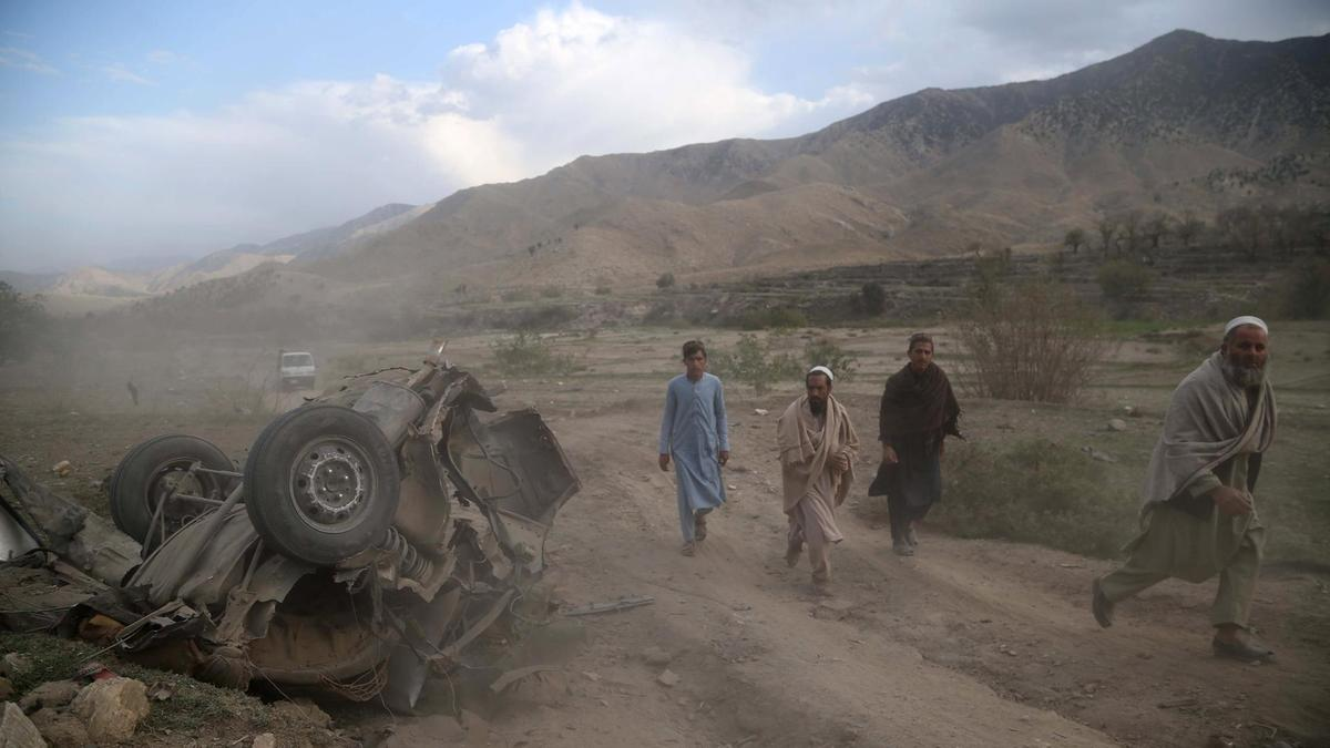 Afghans vote for second day amid violence and technical problems